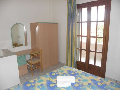 Lakonia-bay-one-bedroom-maisonette-accommodation-in-lakonia