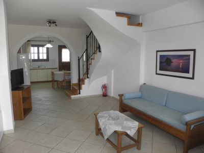 Lakonia-bay-two-bedroom-maisonette-accommodation-in-lakonia1